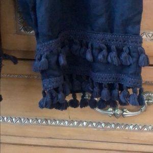 crown & ivy Pants - Crown & Ivy navy linen tassel capris